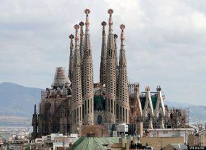 """Antoni Gaudi et sa fameuse """"Sagrada familia"""""""