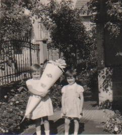 Entrée à la grande école à 6 ans en 1964 avec un cadeau typique de l'occasion d'une voisine allemande